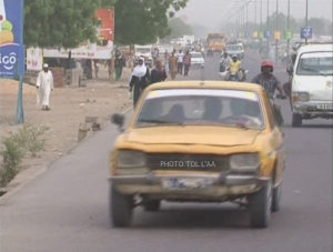 Photo: un taxi en déplacement      crédit photo: https://tcomtchad.info